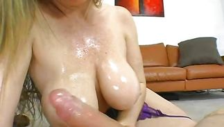 Mesmerizing chick Anita Cannibal doesn't need to undress to ride a dong