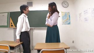 Staggering milf Miwako Yamamoto with large tits is fucking male coz she likes his hard donga