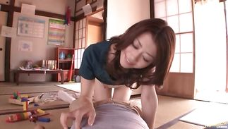 Breathtaking floosy Maki Hojo gets seduced and sucks huge meat
