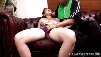 Luxurious bimbo widen her legs wide open and got screwed