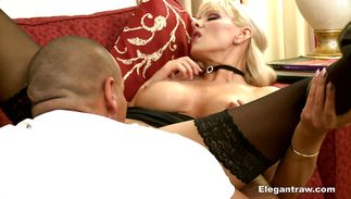 Voracious busty blond mature Winnie with shaved lovebox receives a hard dangler