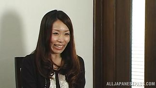 Stupefying Yuu Ueto plays with her vag in close-up previous to taking boner