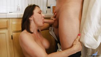 Mischievous mature whore Jillian Foxxx has a nice meaty twat for banging
