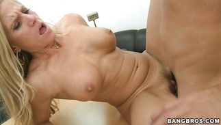 Prodigious blonde Amber Irons got down and dirty with pal cuz she liked him a lot