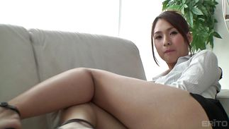 Foxy bimbo Yui Oba teasingly strips and discloses her amazingly slender body