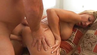 Chic mature floosy Lisa Demarco wants mate to slam her