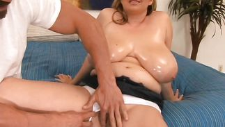 Sassy mature beauty April Mckenzie is about to have sex with dude